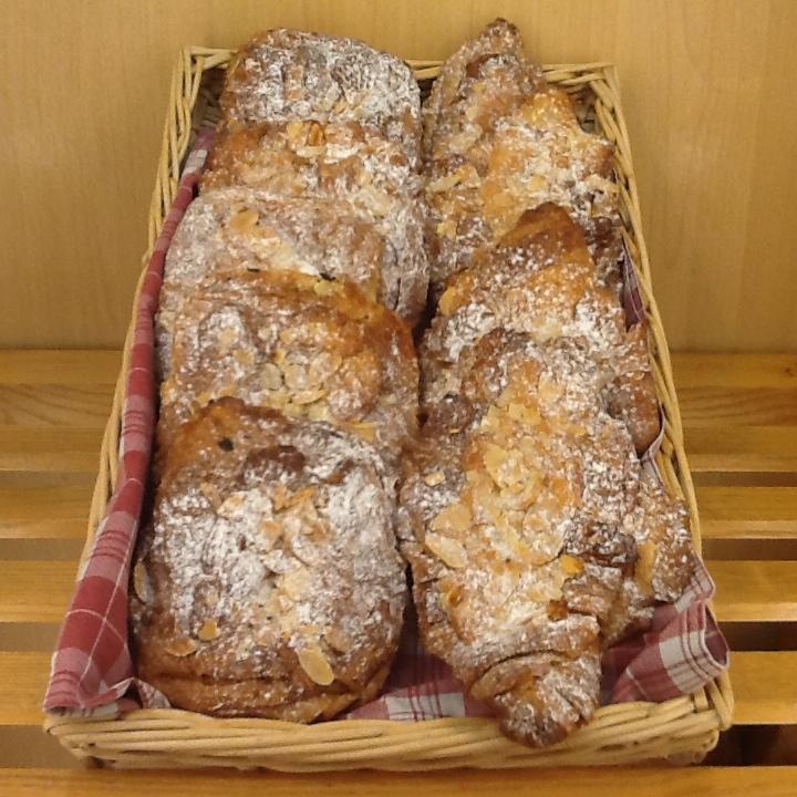 croissants pain au choc amande